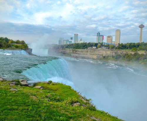 niagara-falls-view-of-canadian-side-from-edge-of-falls